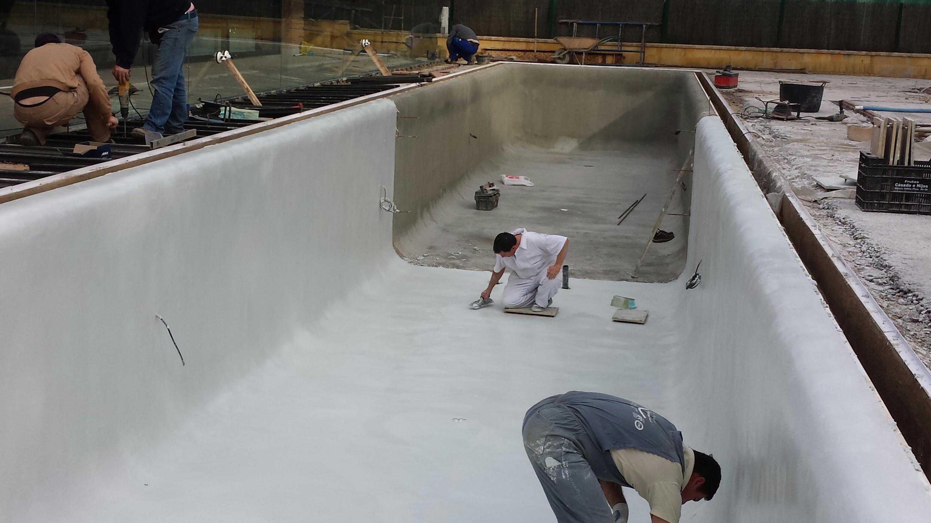 Revestimientos para piscinas de arena premix marbletite for Piscina de arena construccion